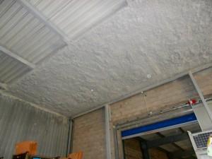 flocage sur 4 metres de largeur sous toiture